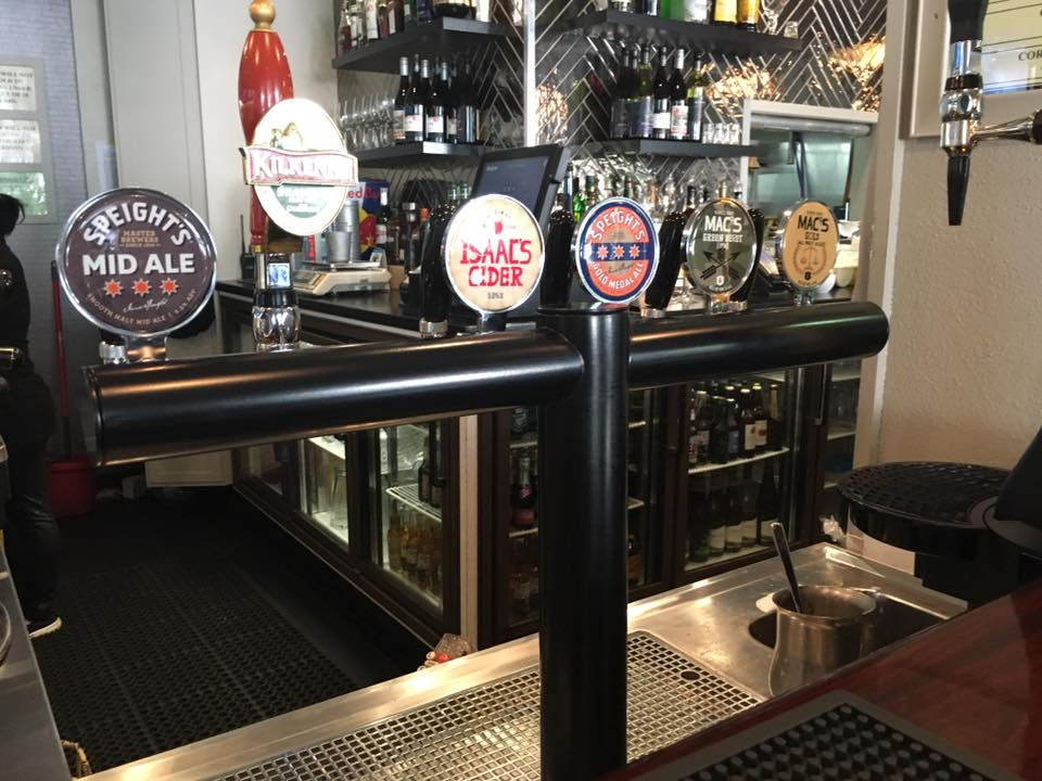 6-Way T-Bar At The Right Track Sports Bar & Cafe, Auckland CBD